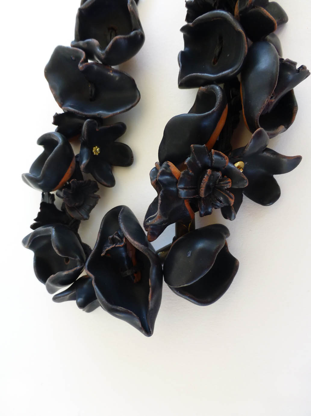 Black flowers necklace
